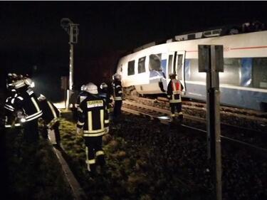 Влакова катастрофа в Германия, близо 50 са ранени