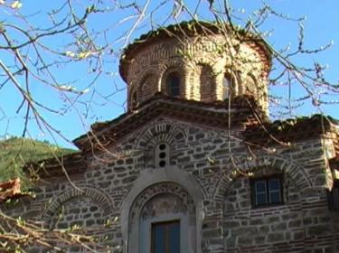 Ремонтират Бачковския манастир