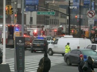 Най-малко 12 загинаха при пожар в Ню Йорк