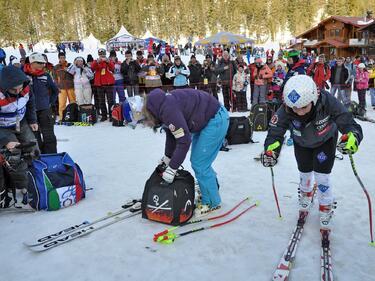 И днес скиорите в Банско чакат на огромни опашки