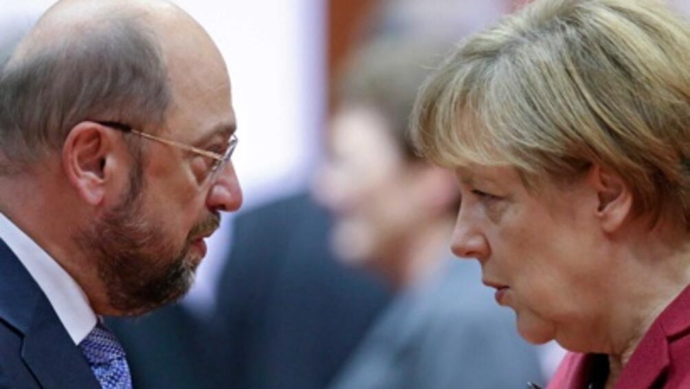 Консерваторите на канцлера Ангела Меркел подновяват разговорите за формиране на