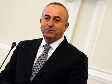Политиката на САЩ заплашва и Турция, и Сирия, казва Чавушоглу