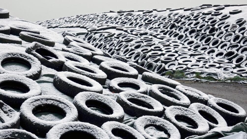 Столичният инспекторат започна акция за събирането на стари автомобилни гуми