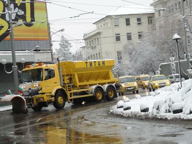 Софийските улици и булеварди са обработени срещу заледяване