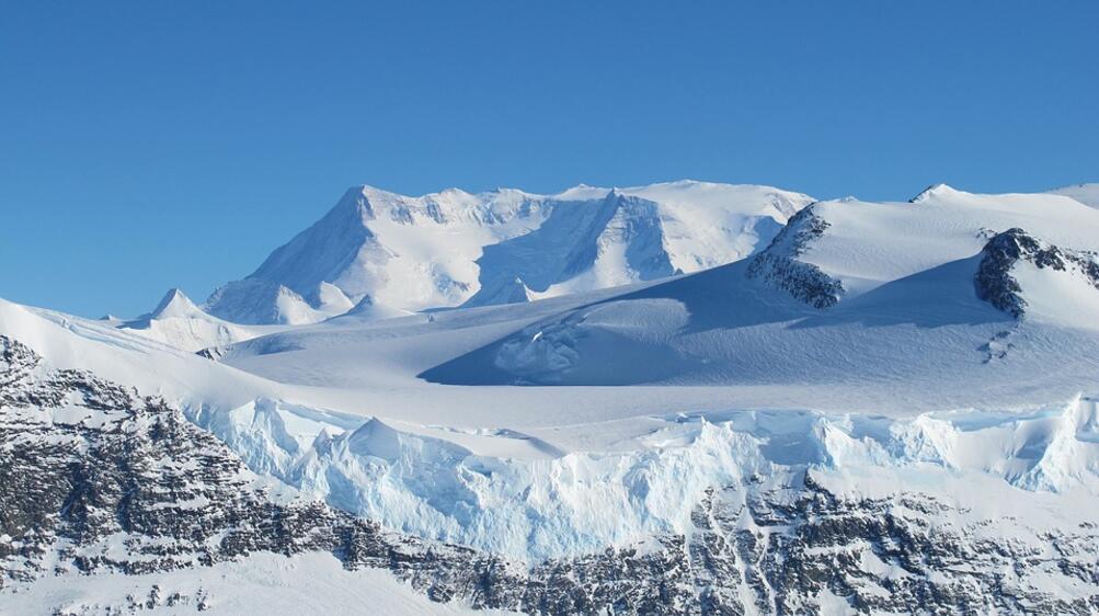 Британски жени-войници прекосиха пеш Антарктида. Те преминаха 1600 км за