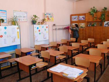 Близо 900 училища затворени заради грипа