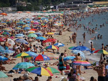 По-строги правила ще върнат българите по родните курорти
