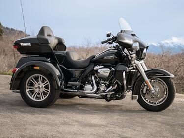 Harley на Джони Холидей отива на търг