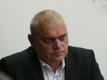 В.Радев: Предупредиха ни за специални умения на арестувания член на ИД