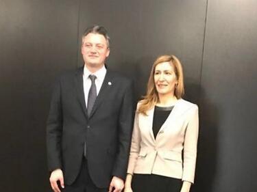 Ангелкова предложи създаването на 100 европейски туристически обекта