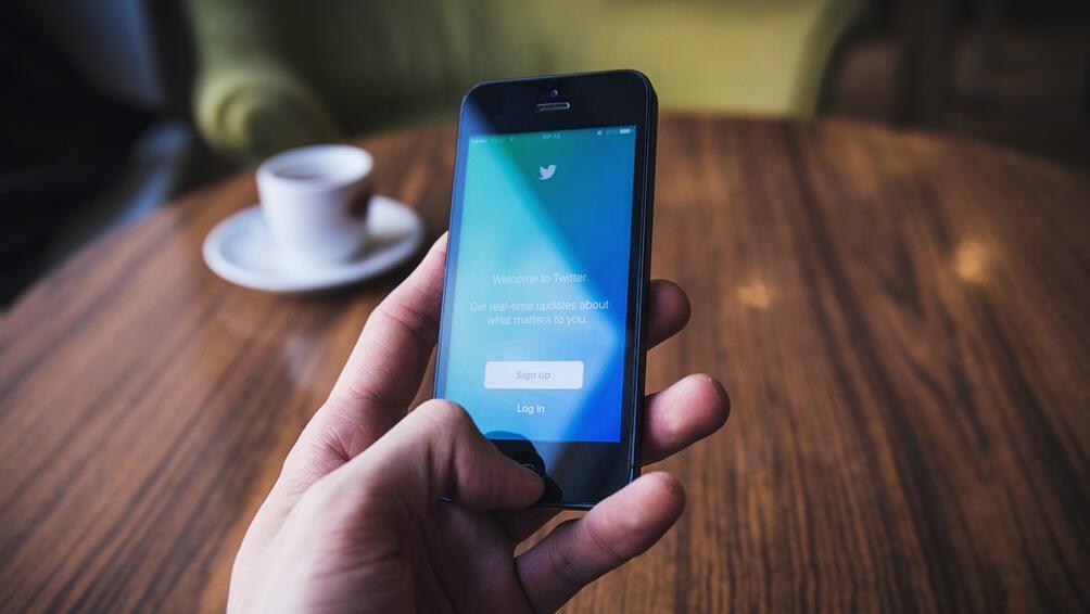 Хората у нас са сред най-пристрастените към умните мобилни телефони.