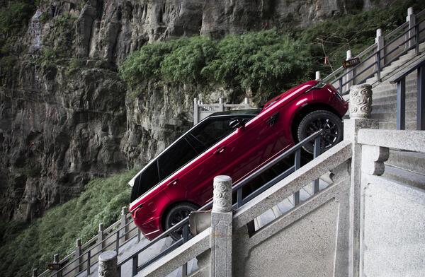 Звярът Range Rover Sport PHEV се качи при китайските дракони (СНИМКИ)