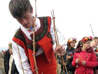 И българите в Унгария празнуват Трифон Зарезан