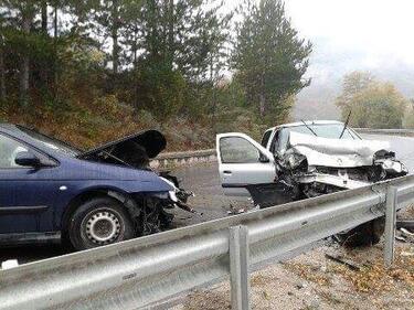 Три коли се нанизаха по пътя за Банско