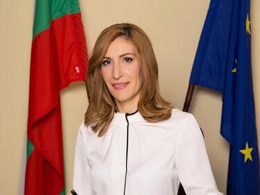 Наградиха министър Ангелкова