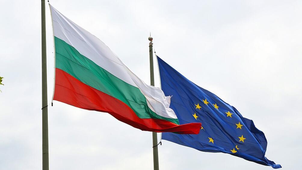 Средно 57% от българската общественост споделя цялостна положителна представа за