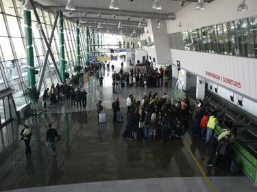 """Стотици руски туристи блокирани на летище """"Пловдив"""""""