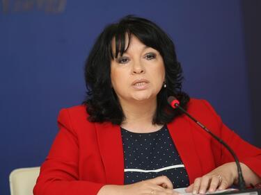 Петкова: Не правителството е органът, който да обясни финансирането на сделката за ЧЕЗ