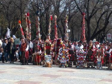 Стотици участници на Фестивала на маскарадните игри в Стара Загора