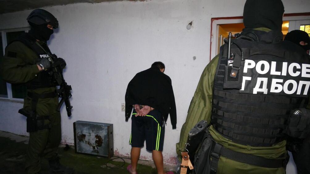 Полицейските действия са предприети от служителите на ГДБОП. Акцията е