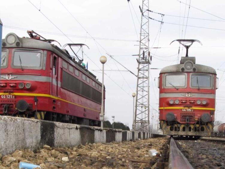 Железничарите, които спасиха хората от запалилия се влак на гара