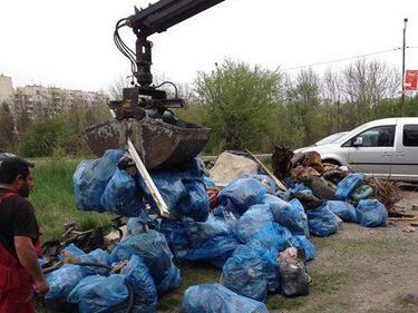 """15 тона боклуци събраха доброволци в парк """"Въртопо"""""""