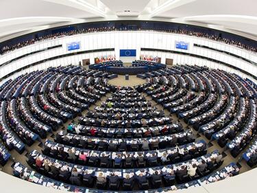 Макрон обсъжда бъдещето на ЕС с евродепутатите