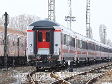 С влак по празниците – само след предварителна резервация