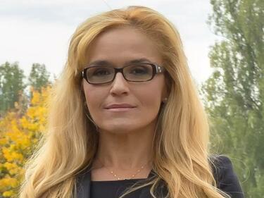 """Белезници за кметицата на """"Младост"""", заподозряна е в корупция (ДОПЪЛНЕНА 2)"""