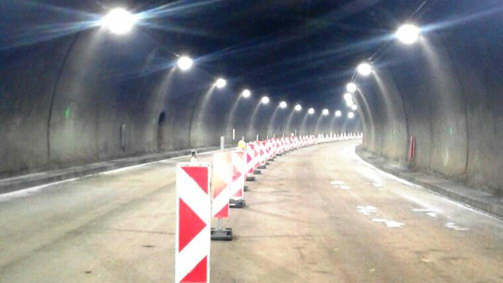 Днес от 10:00 ч. до 17:00 ч. движението в тунел