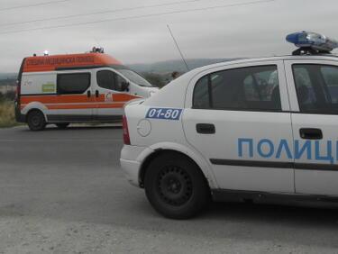 Двама пострадали при катастрофа между камиони и микробус