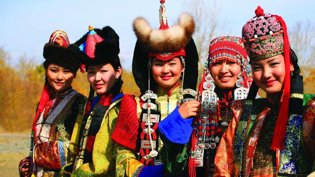 Монголската мода през вековете, националната палестинска танцова група, пакистанско съвременно