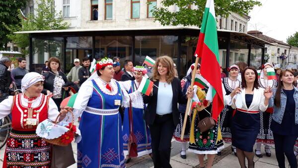 Каварна събра българчетата от чужбина на фолклорен събор