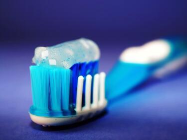 Учени: Съставка на пасти за зъби, прахове и сапуни предизвиква рак