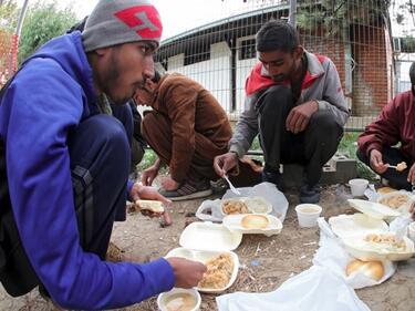 Брюксел иска да изхарчи €35 млрд. за бежанците до 2027 г.