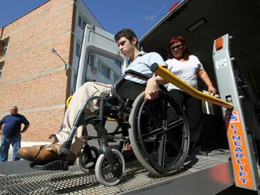 Синдикати и работодатели искат спешно заседание на съвета за хората с увреждания