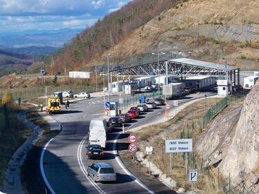 """Предупреждават за тапи на ГКПП """"Маказа"""" до края на седмицата"""