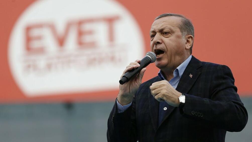 Гласоподавателите в Турция избират държавен глава и нов парламент.Шестима кандидати