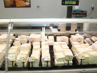 Имитиращите продукти само на отделен щанд от млечните