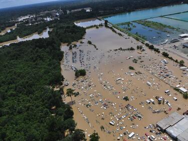 Близо 180 са вече жертвите на потопите в Япония