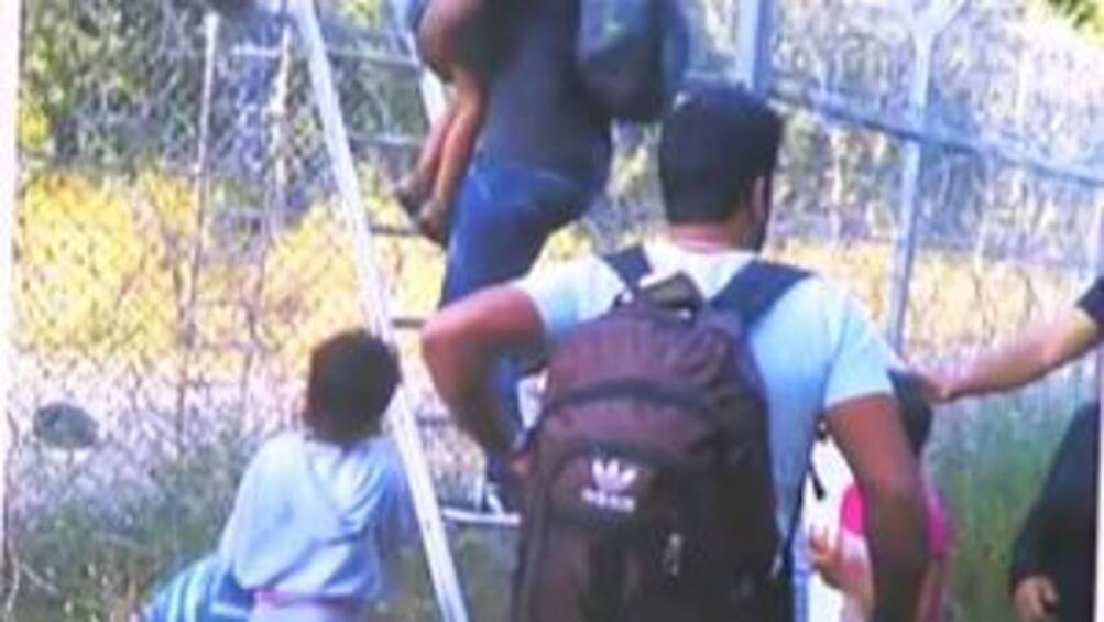 Италия допусна кораб със стотици имигранти до свое пристанище, съобщи