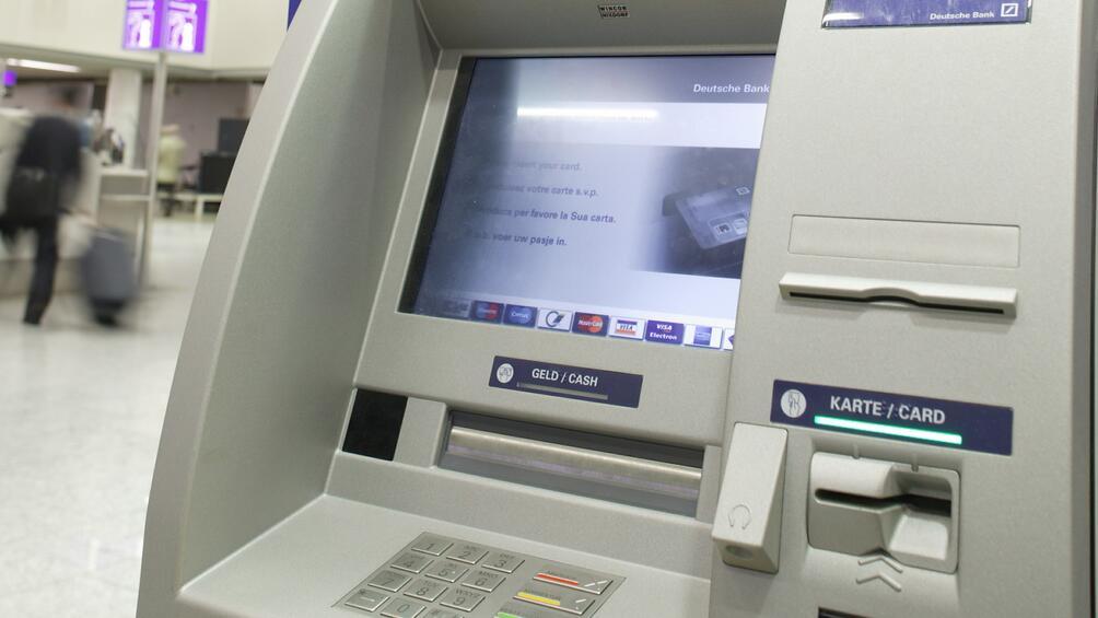 Банковият клон в Несебър, в който проникнаха крадци в петък
