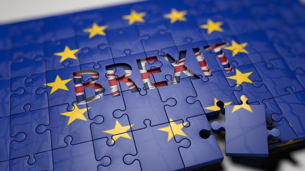 Задават се нови оставки заради плана за Brexitна Тереза Мей,