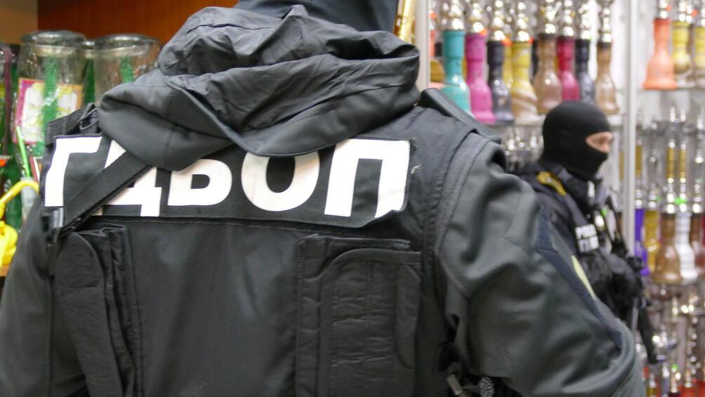 Снимка: Спецакция във Велико Търново, полицаи спипаха контрабанда