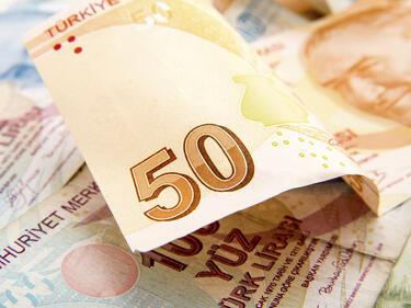 Лирите свършиха, обменните бюра в Истанбул затвориха