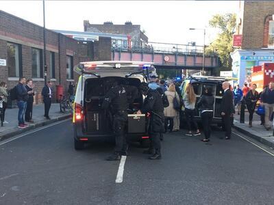 Кола помете пешеходци пред парламента в Лондон (ДОПЪЛНЕНА)