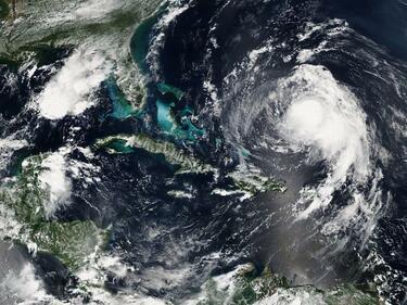 Ураганът Флорънс набира сила