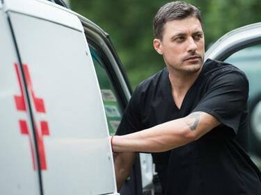 """Владо Карамазов лекува гнева с улични боеве в """"Откраднат живот"""""""