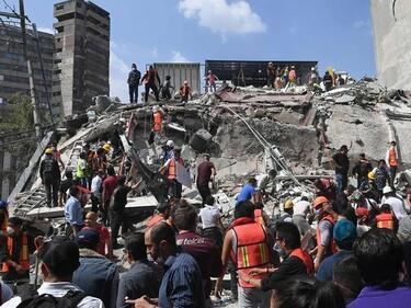Над 380 жертви на труса и цунамито в Индонезия