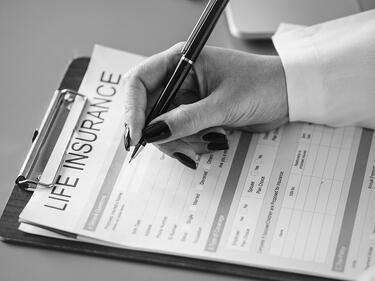 Въвеждат по-високи изисквания към застрахователните агенти